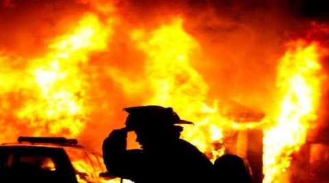 incendiu-flacari-pompieri-min.jpg