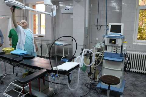lampa-sala-de-operatie-spital-Arad.jpg
